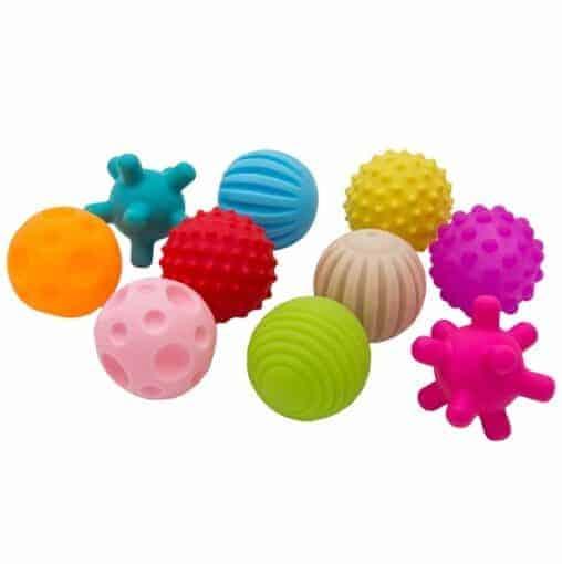 Bälle mit verschieden strukturierten Oberflächen in verschiedenen Farben