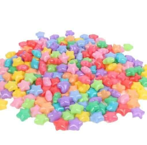 Sterne au Plastik in verschiedenen Farben