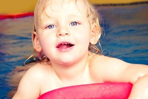 Kind im Wasser, Schwimmschule Graf