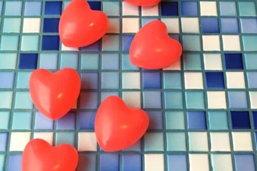 Rote Herzen im Hallenbad Bremgarten